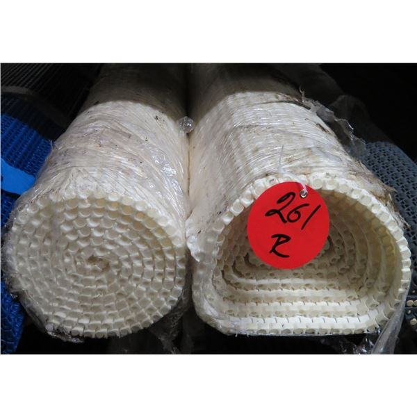 Multiple Rolls White Conveyor Belts Lengths on Gear Roller Chain