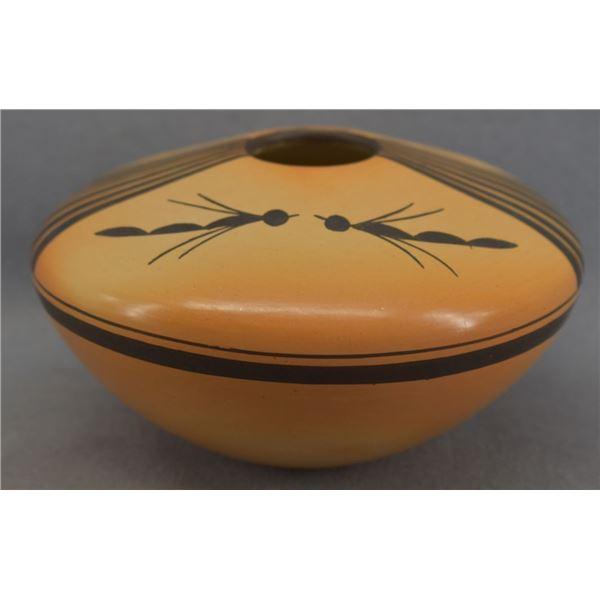 HOPI INDIAN POTTERY SEED JAR ( GLORIA MAHLE)