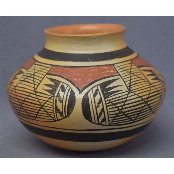 HOPI INDIAN POTTERY JAR (FANNIE NAMPEYO)