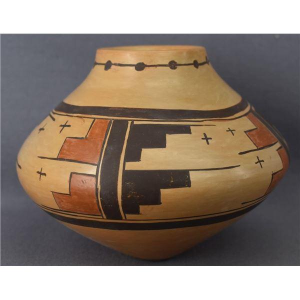 HOPI INDIAN POTTERY JAR ( PRISCILLA NAMINGHA NAMPEYO)