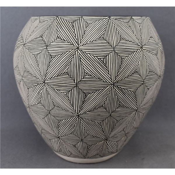 ACOMA INDIAN POTTERY JAR (DEAN AND RITA MALIE)