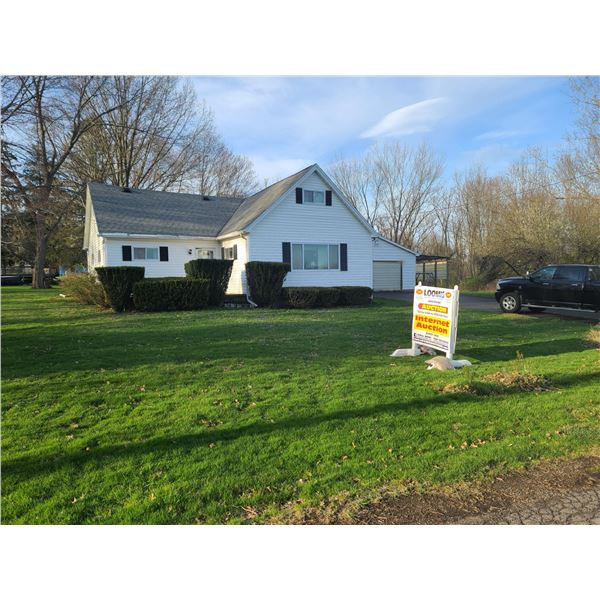 Absolute Auction ! Neshannock Home on 10 Subdivided Lots / Approx 1.16 Acres SUPER LOCATION