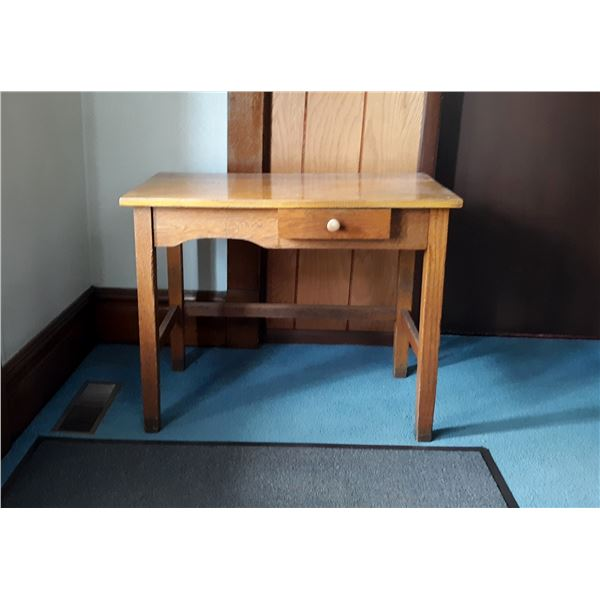 ANTIQUE WOOD TABLE W/ DRAWER