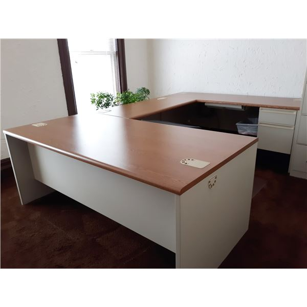 LIKE-NEW HIGH END U SHAPED METAL SECTIONAL DESK W/ WOOD LAMINATE TOP,  HIGH QUALITY