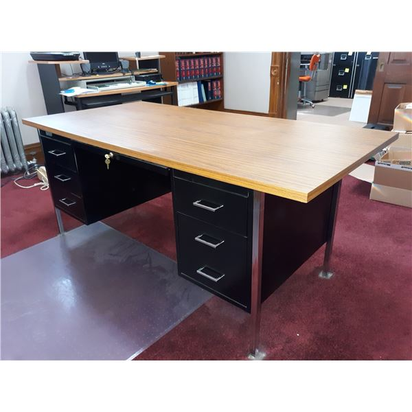 METAL/WOOD LAMINATE TOP SINGLE DESK