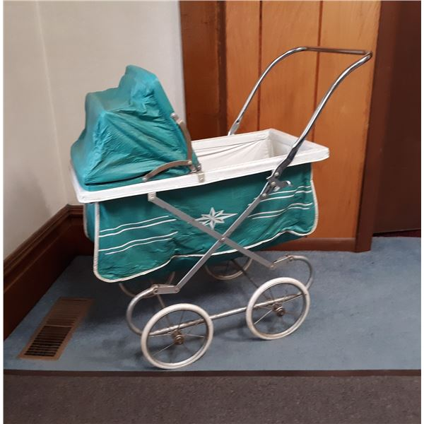 VINTAGE 1960S TOY BABY DOLL BUGGY, IN LIKE-NEW CONDITION