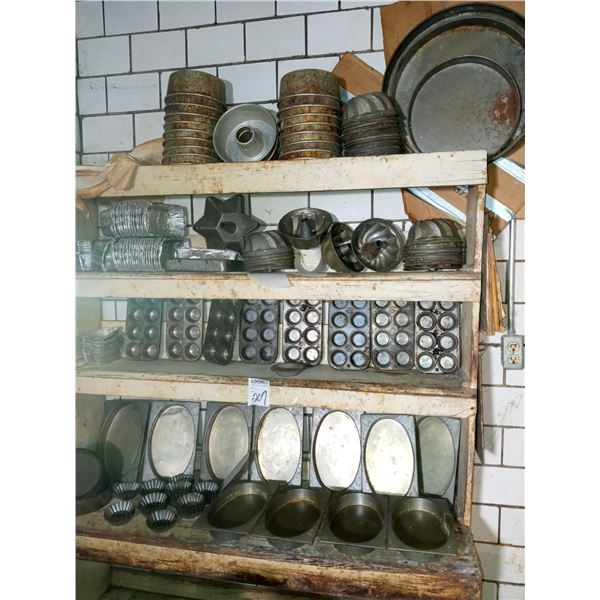 APPROX. 100 PCS ANTIQUE ASSORTED TIN BAKING MOLDS
