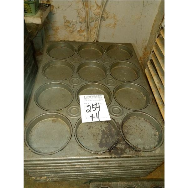 12 CT FOUR IN. ROUND MUFFIN/MINI CAKE PANS (11)