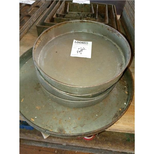5 ASSORTED LARGE ROUND CAKE PANS