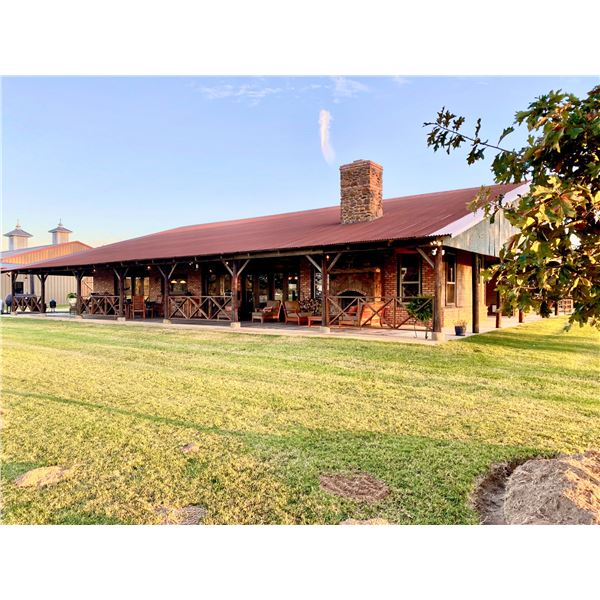 TEJAS RANCH: 3-Day/2-Night Ranch Getaway for up to Ten Guests in Athens, Texas