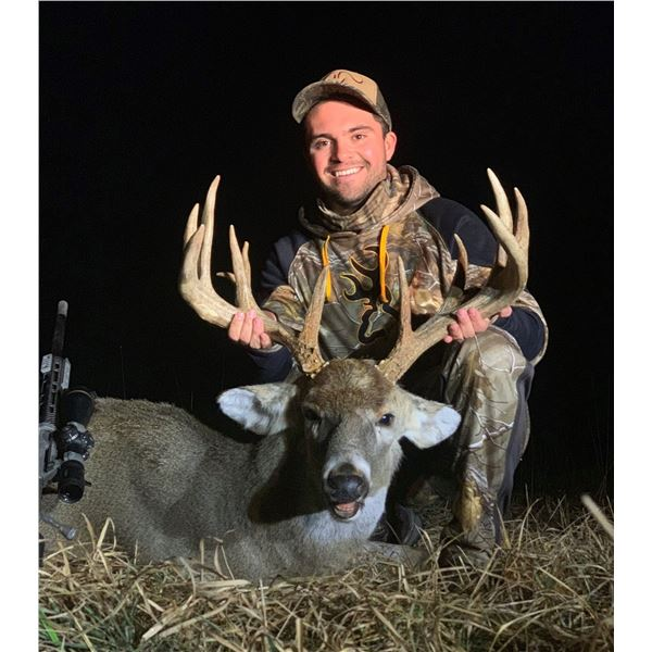 AUTUMN ANTLERS: 4-Day Whitetail Deer Hunt for One Hunter and One Non-Hunter in Minnesota