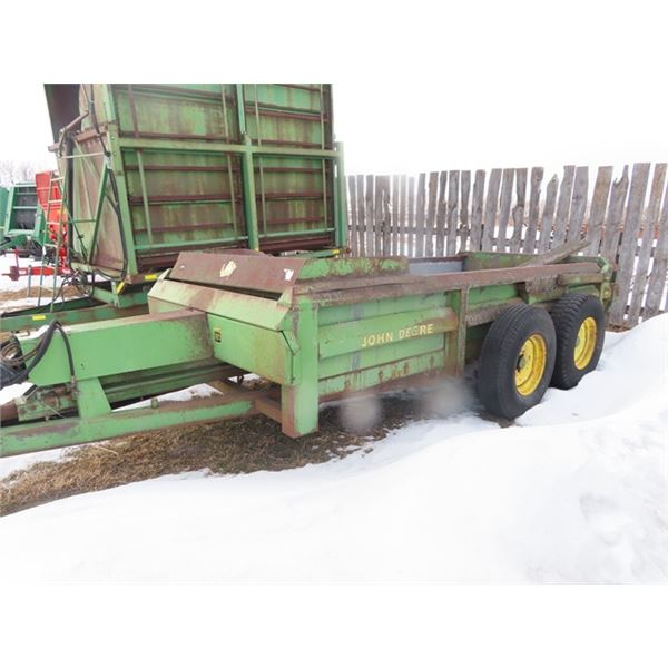 JD 786 1000PTO Manure Spreader w Tailgate & Push S#W00780X001388 - Needs Repair