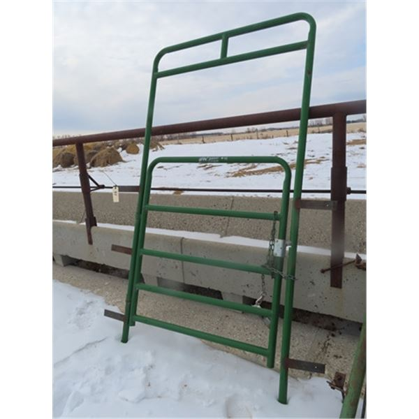 H & W Painted 4' Walk Through Gate w Frame