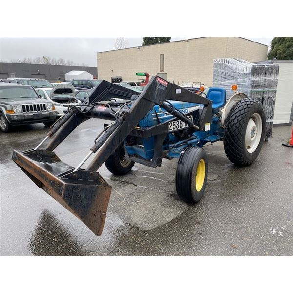 FORD 2600 SERIES 2 WHEEL DRIVE DIESEL TRACTOR WITH LOADER