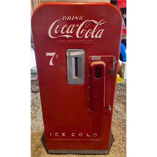 Coke machine (vendo 39) in working order missing pop holder inside leftover from last auction