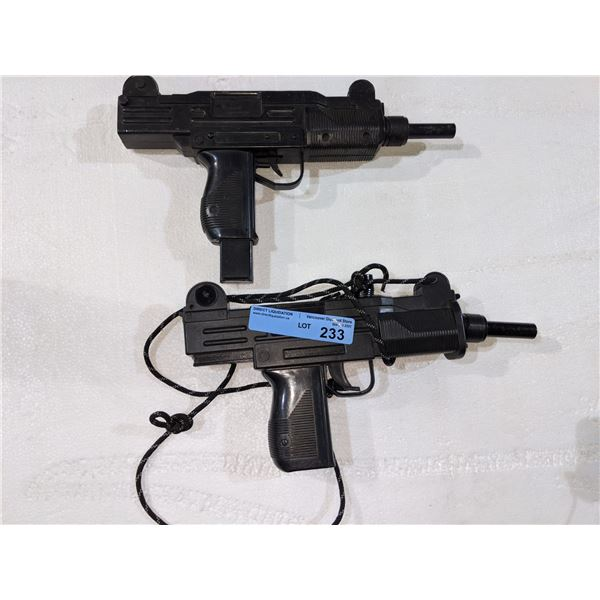 2 Prop pistols from the scifi show