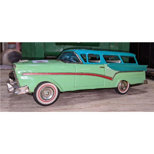 1957 Ford Wagon Model Car