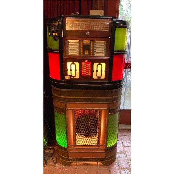 1939 Rockola Counter Model Junior 1940 Jukebox with Light up Green Catalan Rare Stand