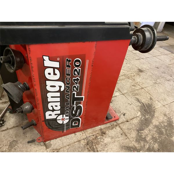 RANGER  DST2420 WHEEL BALANCER Shop Equipment