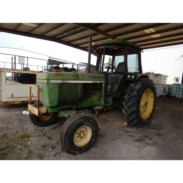 JOHN DEERE  2950 Farm Tractor