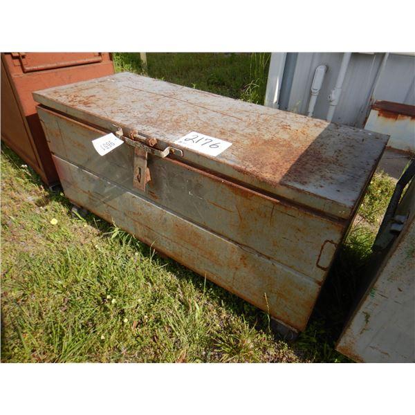 KNAACK TOOL BOX