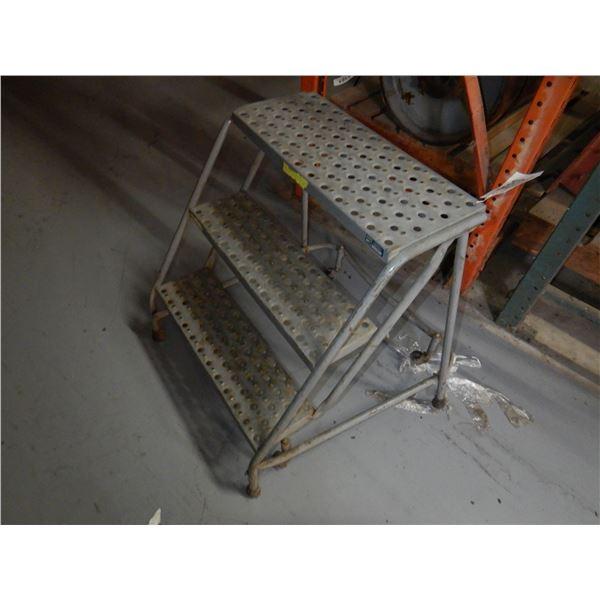 LOUISVILLE WAREHOUSE LADDER Shop Equipment