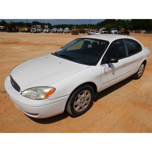 2005 FORD TAURUS SE Automobile