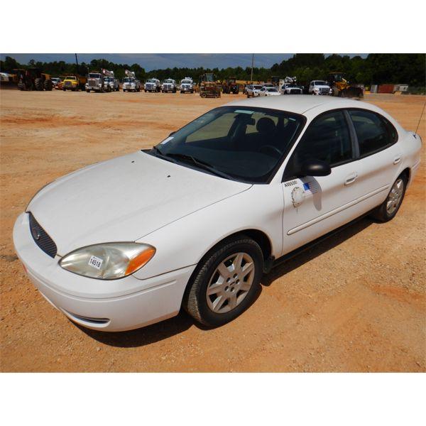2005 FORD TAURUS SE Automobile
