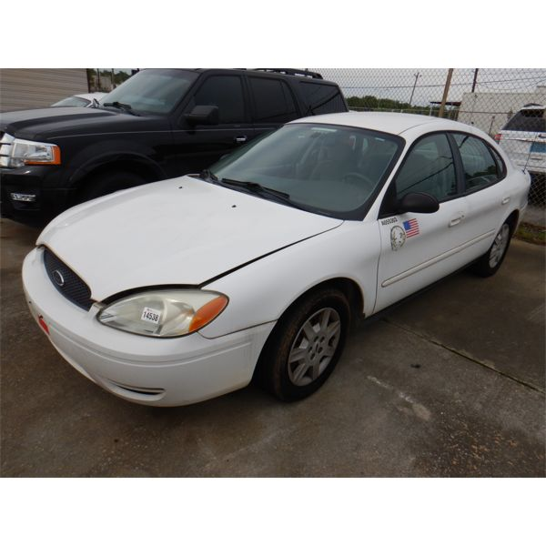 2005 FORD TAURUS Automobile