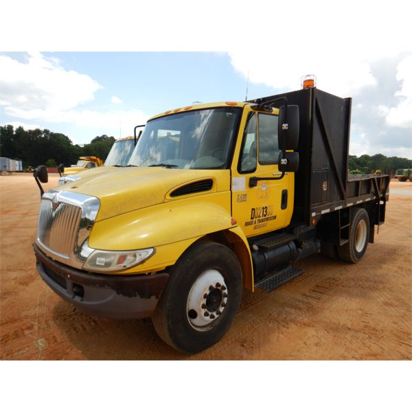 2002 INTERNATIONAL 4400 Flatbed Dump Truck
