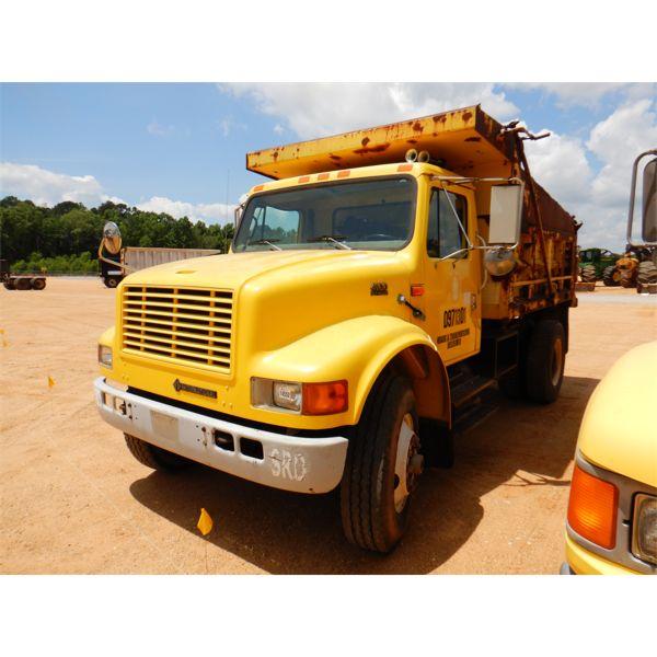 1997 INTERNATIONAL 4900 Dump Truck
