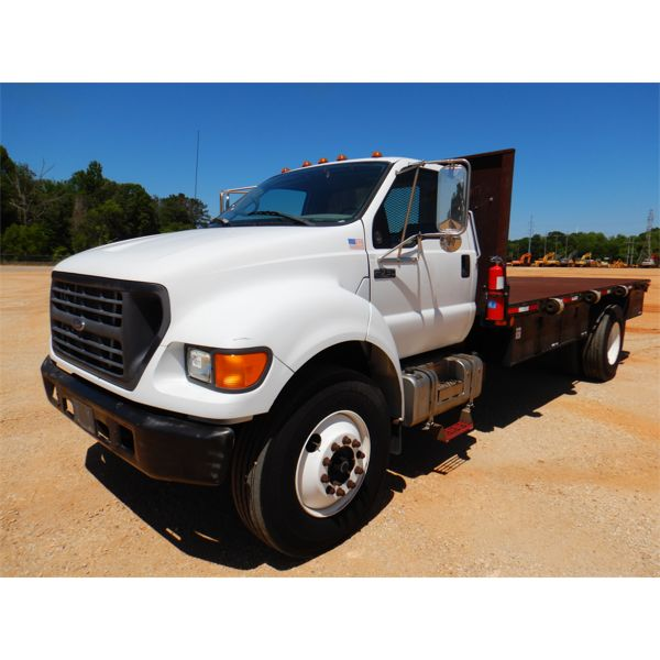 2000 FORD F750 Flatbed Truck