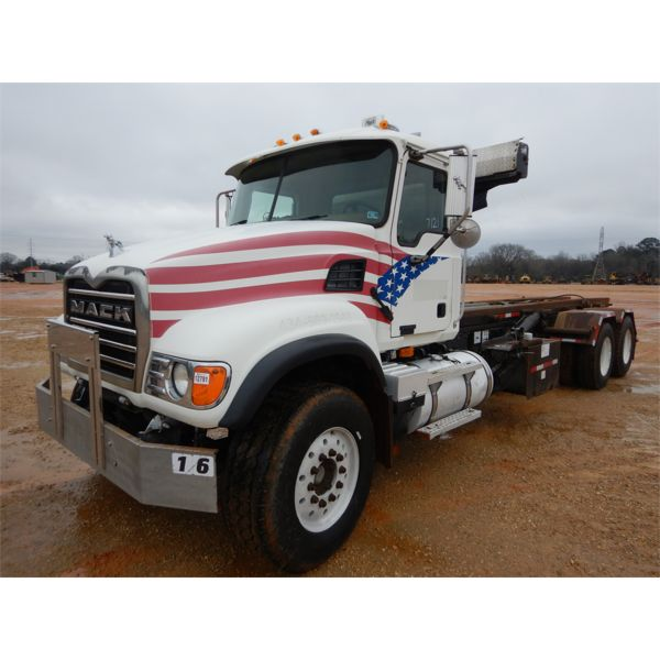 2006 MACK CV713 Roll Off Truck