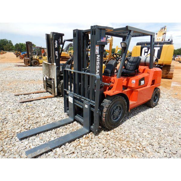 NISSAN F04B40V Forklift - Mast