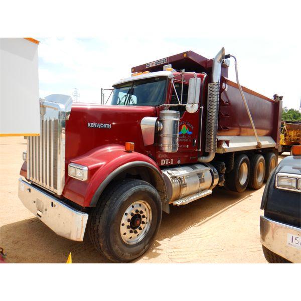 2017 KENWORTH W900 Dump Truck