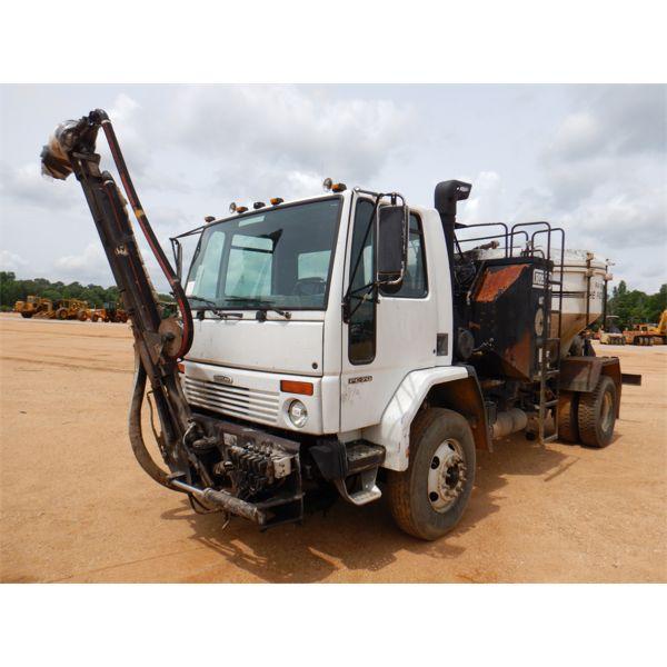 2003 FREIGHTLINER FC-70 Asphalt Distributor Truck