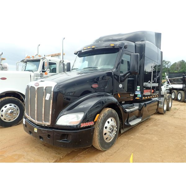 2016 PETERBILT 579 Sleeper Truck