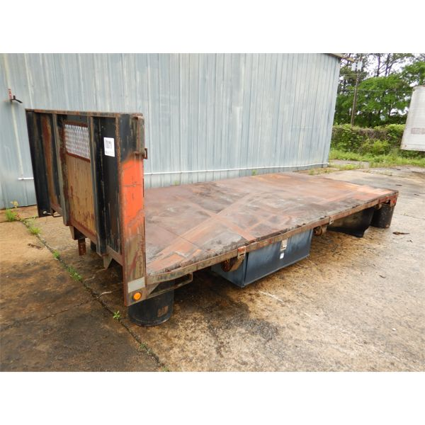 1992 AMERICAN TRUCK CO. 16' FLATBED BODY