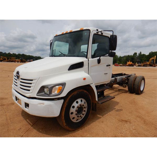 2005 HINO  Cab and Chassis Truck