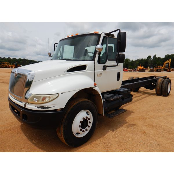 2007 INTERNATIONAL 4400 Cab and Chassis Truck