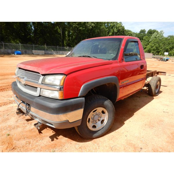 2005 CHEVROLET 2500 HD Cab and Chassis Truck