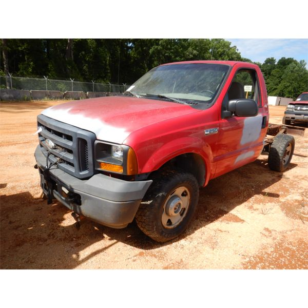 2006 FORD F250 XL Cab and Chassis Truck