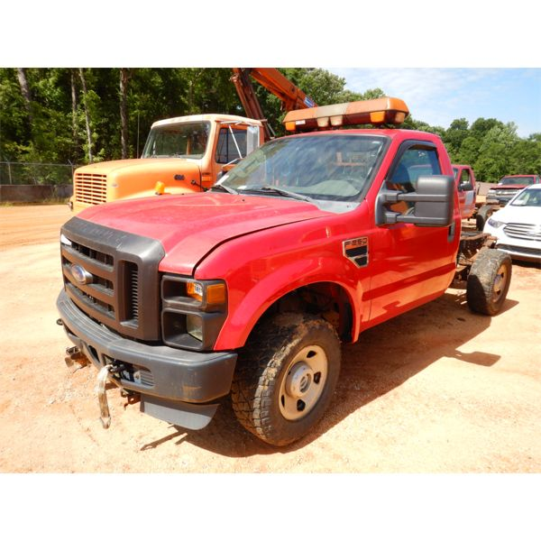 2010 FORD F250 XL Cab and Chassis Truck