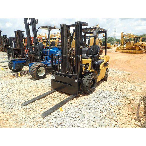 2007 CAT P6000D Forklift - Mast