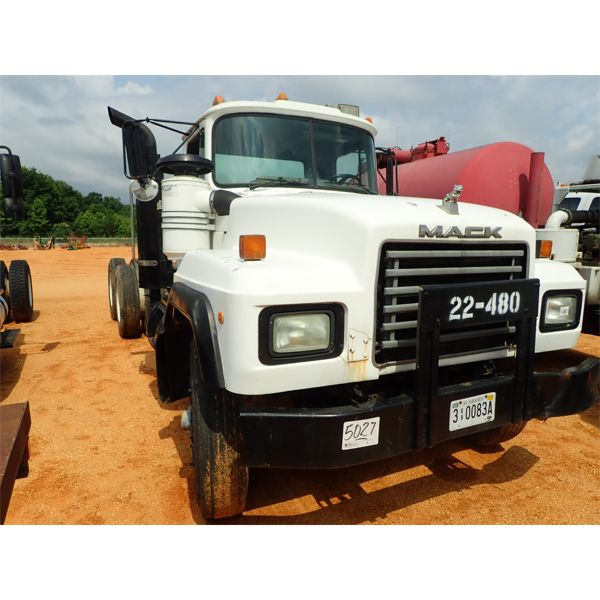 1993 MACK RD690SX Cab and Chassis Truck
