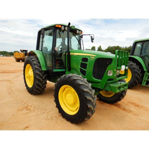 2009 JOHN DEERE 7130 PREMIUM Farm Tractor