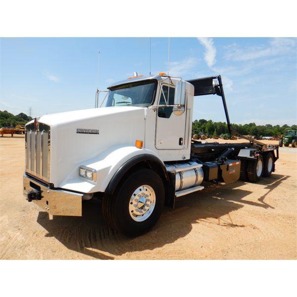 2016 KENWORTH T800 Roll Off Truck