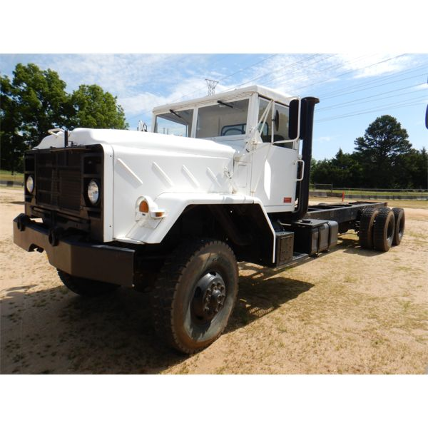 1986 AM GENERAL M934 CAB & CHASSIS Military Truck