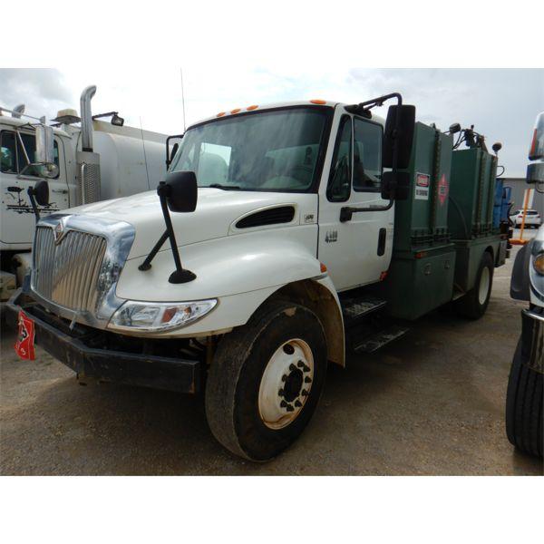 2006 INTERNATIONAL 4400 Fuel / Lube Truck