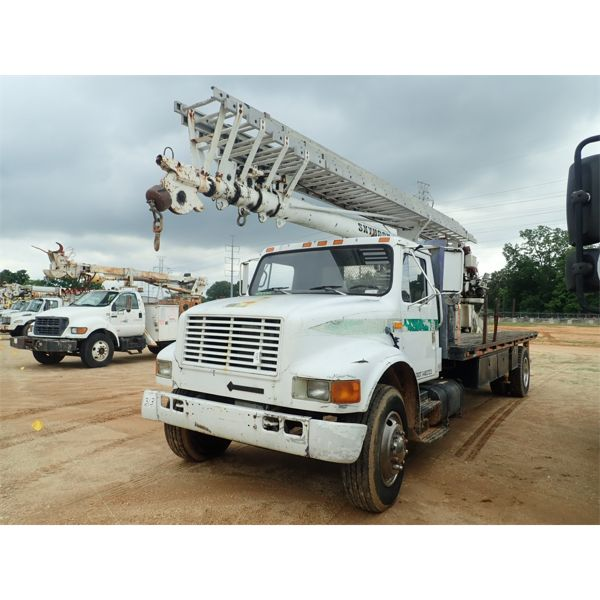 1994 INTERNATIONAL 4900 Boom / Crane Truck